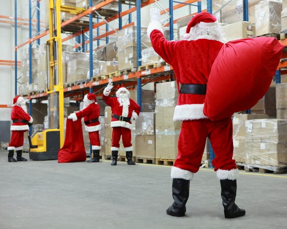 Le Père Noël à l'entrepôt