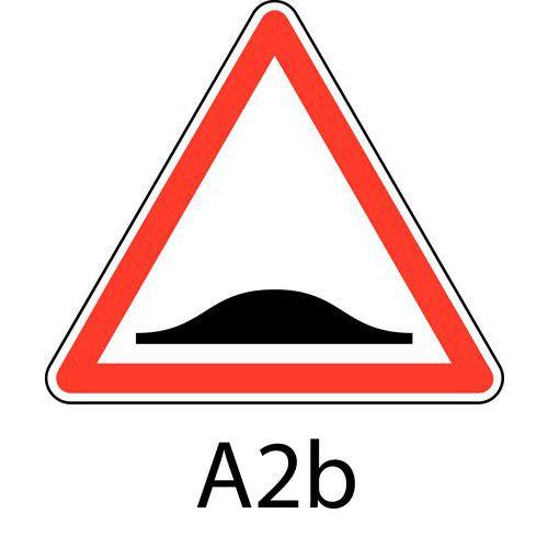 panneau de signalisation de danger a2b ralentisseur de type dos d 39 ne. Black Bedroom Furniture Sets. Home Design Ideas